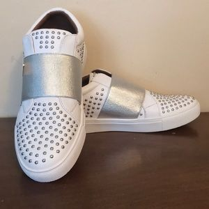 NWT Report women's size 9 sneakers